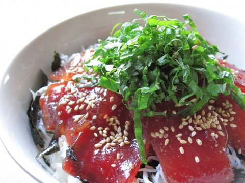マグロ丼で暑さを吹き飛ばせ