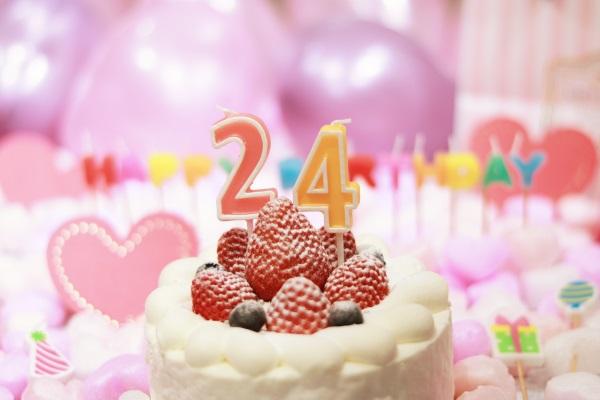 24日誕生日ケーキです