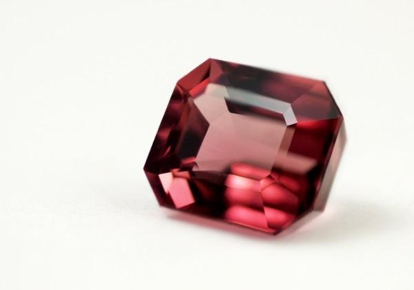 ガーネットの宝石