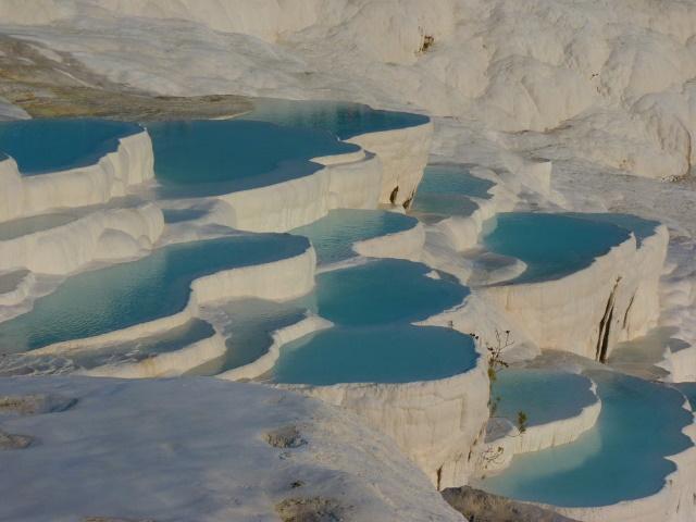 パムッカレ 石灰岩堆積物テラス