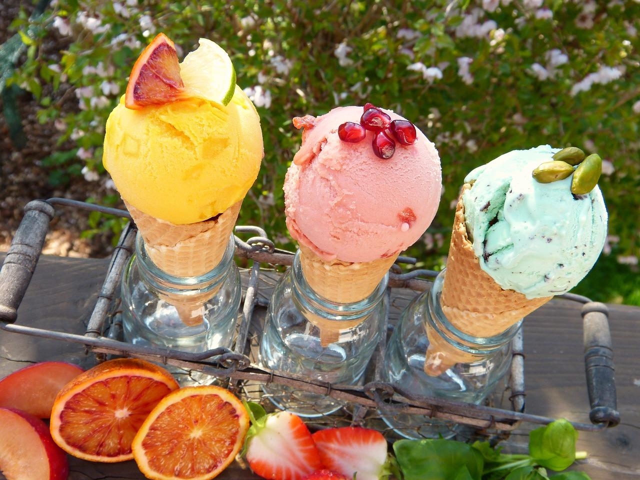 3色カラーのアイスクリーム