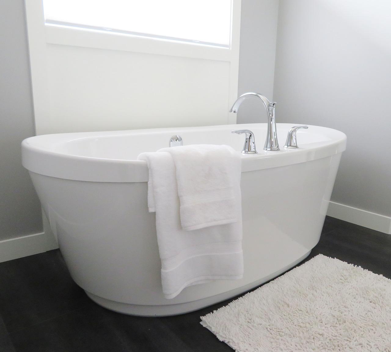 白いバスタブのお風呂
