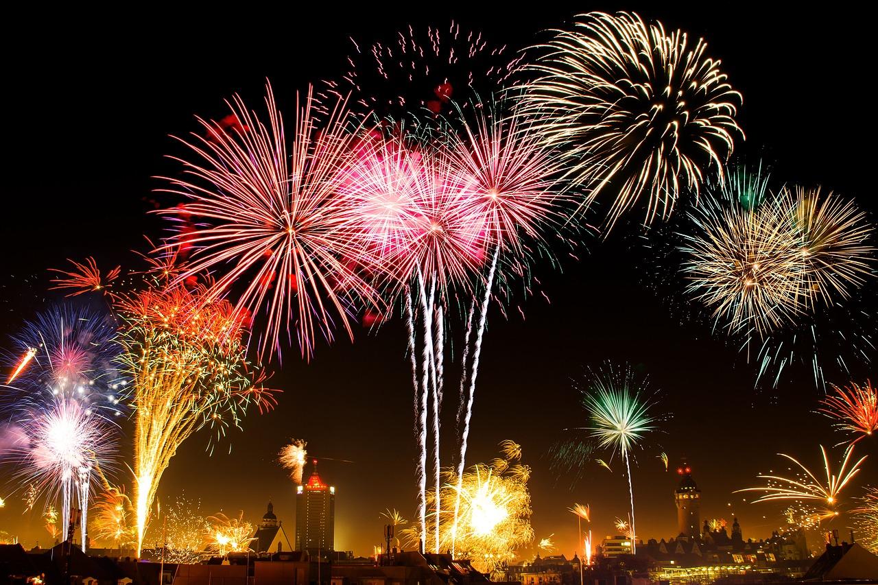 打ち上げ花火の大会風景